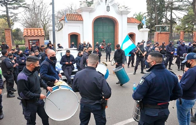 Nunca más lavantamientos policiales para imponerse como fuerzas de seguridad en la vida política argentina
